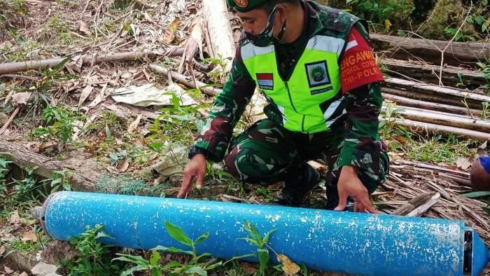 Benda mirip rudal dengan tulisan aksara China ditemukan warga Kecamatan Siantan Timur, Kepulauan Anambas. Benda mirip rudal itu sudah diamankan Lanal Tarempa.