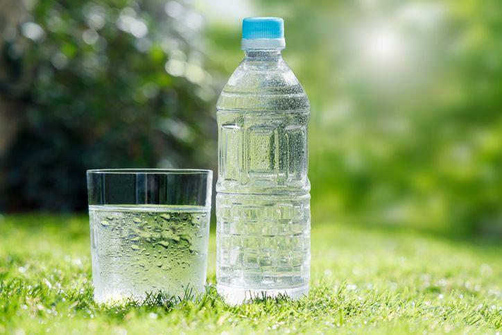 perbedaan air minum dan air mineral