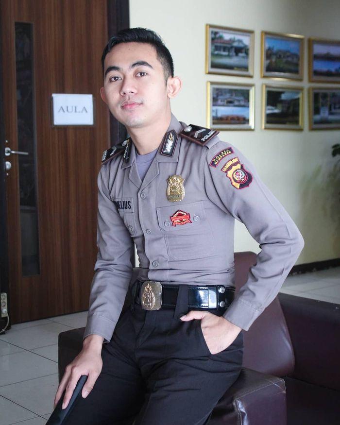 Polisi Ganteng yang Doyan Banget Jajan Boba