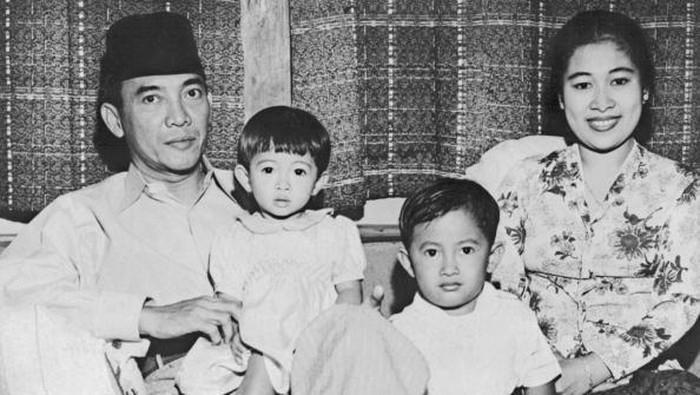 Tepat hari ini Sabtu (23/1/2020) Megawati Sukarnoputri berulang tahun yuk simak foto-foto perjalanan mantan Presiden RI ke 5 itu.