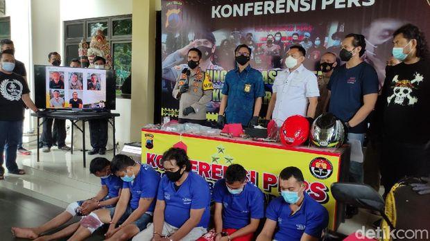 Rilis kasus perampokan duit setengah miliar di Polrestabes Semarang, Jumat (22/1/2021).