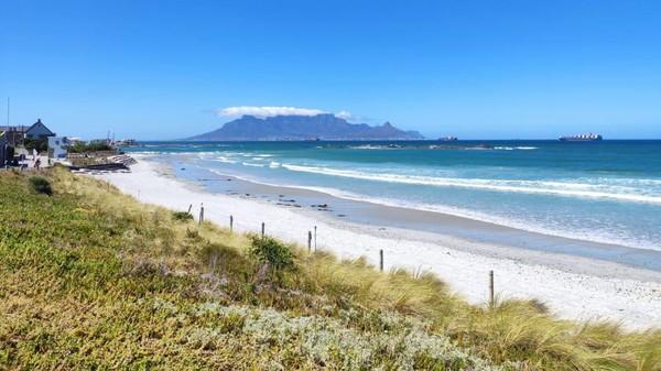 Menjelang tahun baru, pantai-pantai ditutup, presiden melarang pembelian dan konsumsi alkohol. (Katy Scott/CNN).