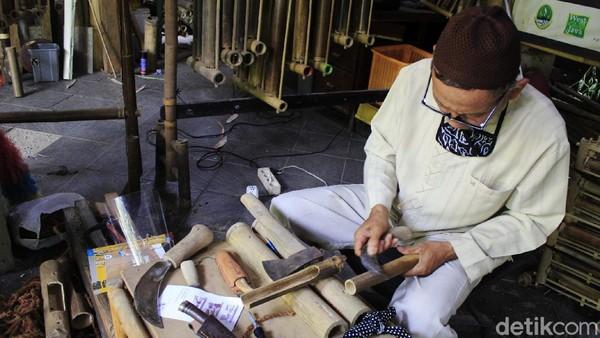 Saat ini para penerus Saung Angklung Udjo tak mau putus asa dalam melestarikan kesenian angklung yang dirintis oleh Udjo Ngalagena. Kini mereka tengah mencari cara agar angklung yang telah diakui UNESCO sebagai warisan budaya dunia tetap lestari. Yudha Maulana/detikcom.
