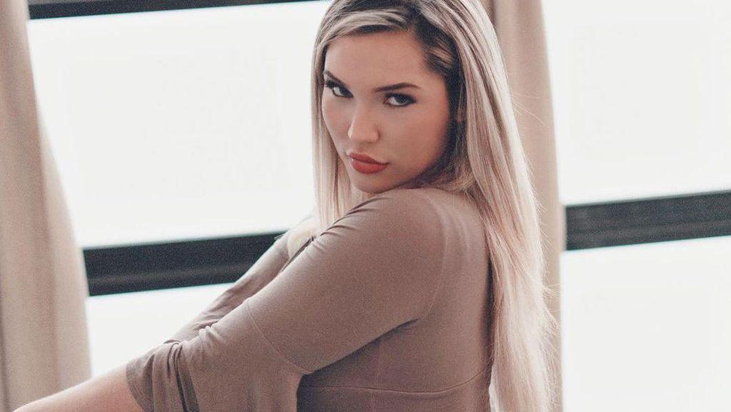 Foto: Model Ini Puji Dirinya Terlalu Cantik, Pesonanya Bikin Banyak Penguntit