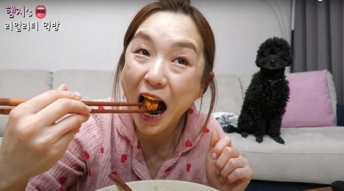 YouTuber Kehilangan 10 Ribu Subscriber Usai Akui Kimchi Bukan dari China