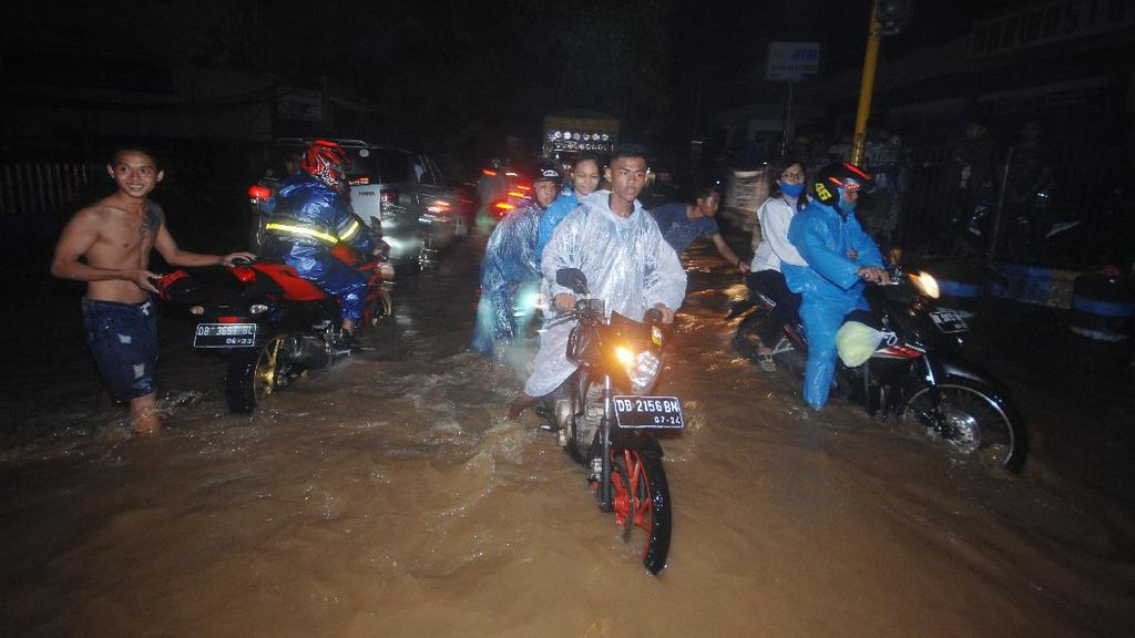 Curah Hujan Tinggi, Manado Kebanjiran