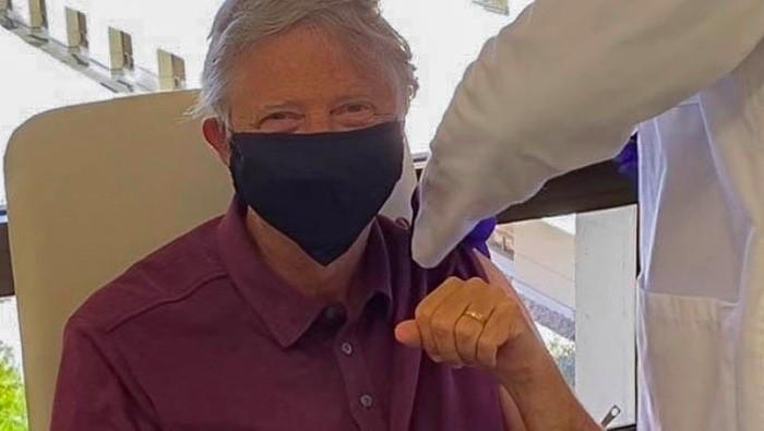 Penampakan Bill Gates Disuntik Vaksin Corona