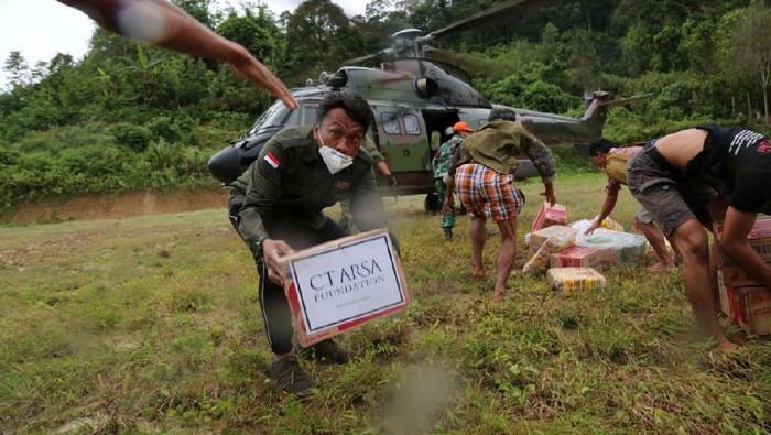 Dompet Amal Transmedia bekerjasama dengan CT ARSA Foundation menyalurkan bantuan untuk korban gempa di Majene. Bantuan diangkut lewat helikopter TNI AU.