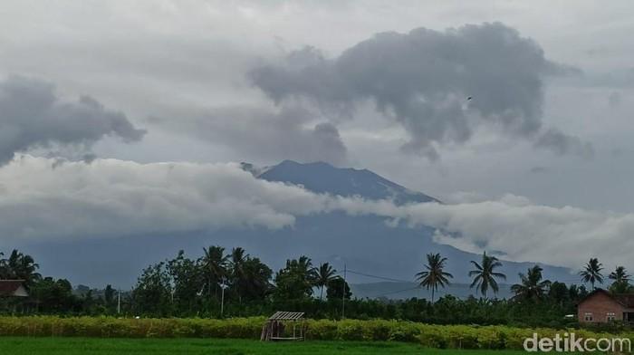 Gempa tremor dari erupsi Gunung Raung meningkat. Rentang kegempaan tremor naik dari 5 sampai 30 menit, menjadi 2 sampai 5 menit.