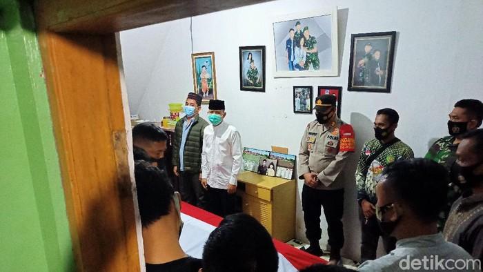 Jenazah Pratu Roy tiba di rumah duka