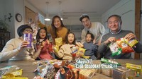 Kakek Nenek Korea Cicip Snack Indonesia, Suka Sukro dan Mie Kremes!