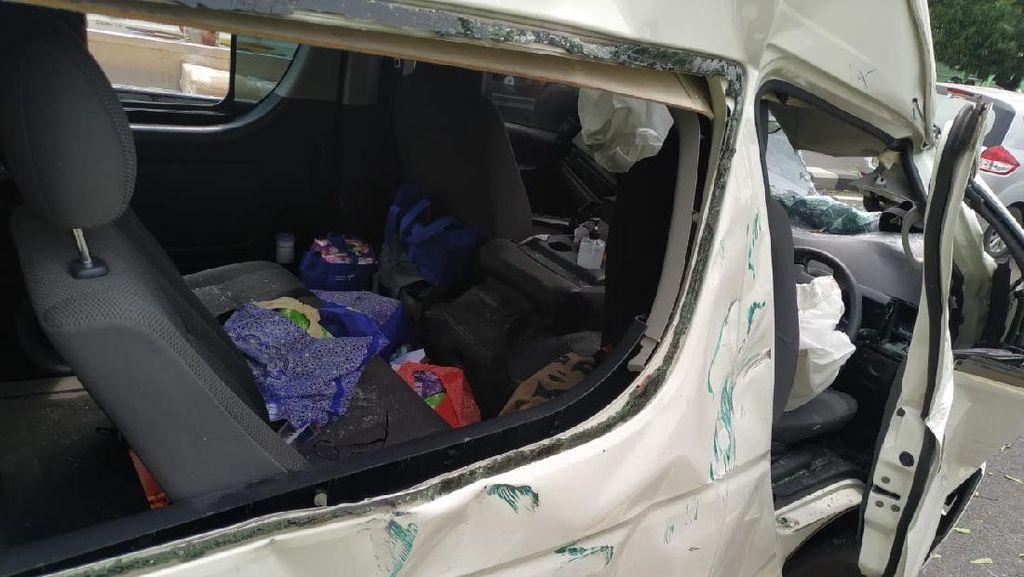Mobil Adu Banteng dengan Minibus di Ring Road Sleman, 3 Orang Luka