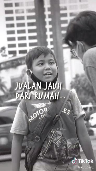 Bocah Ini Tempuh Jarak Kiloan Meter untuk Jualan Donat Demi Bantu Orangtua