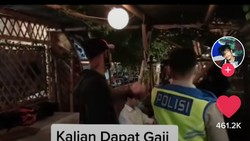 Ngamuk Warung Makannya Dipaksa Tutup, Pria Ini Ribut dengan Polisi
