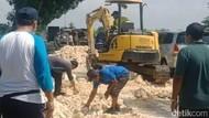 Jalan-jalan Berlubang Dampak Banjir di Lamongan Mulai Diperbaiki