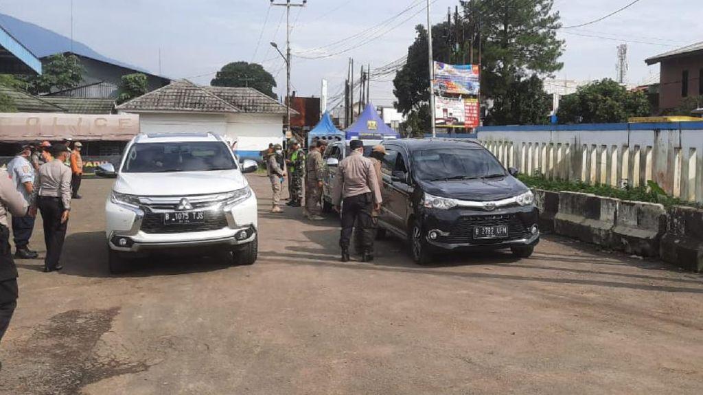Cegah Kerumunan di Tempat Wisata, Polisi Sekat Perbatasan Bogor-Sukabumi