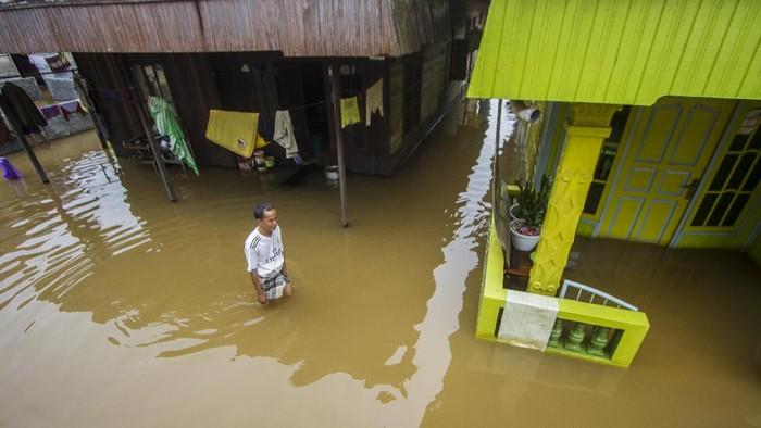 Bencana alam banjir besar melanda Pulau Borneo tepatnya di Kalimantan Selatan. Sepekan sudah, beginilah potret wilayah yang terdampak tersebut.
