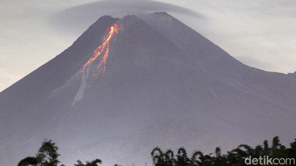Sejak Semalam Gunung Merapi Muntahkan 53 Kali Lava Pijar