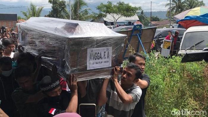 Prosesi Pemakaman korban pesawat Sriwijaya SJ182, Angga Fernanda Afrion, Padang, Sumbar (Foto: Jeka/detikcom)
