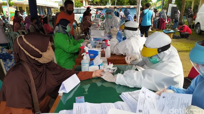 Ratusan Pedagang Pasar Minulyo Pacitan Dirapid Test