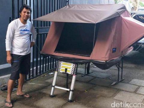 Pandemi COVID-19 tak menyurutkan banyak orang untuk terus berimprovisasi. Seorang warga Bondowoso membuat roof top tent. Apakah itu?