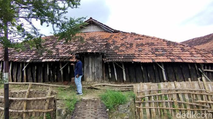 Rumah mungil yang sering disebut Rumah Kurcaci di jalur Pantura Rembang