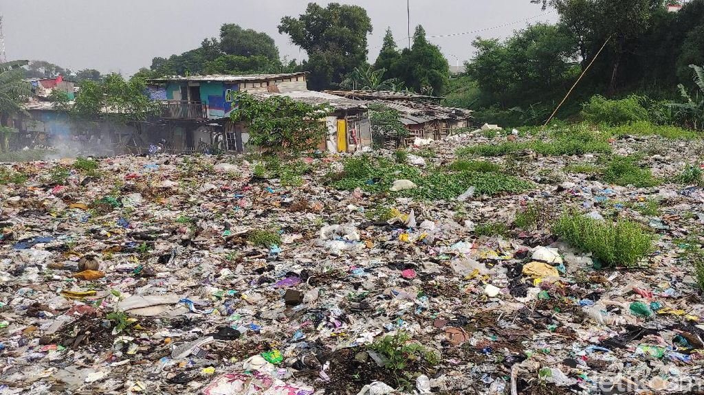 Video Sampah Seluas Lapangan Bola Ada di Bekasi