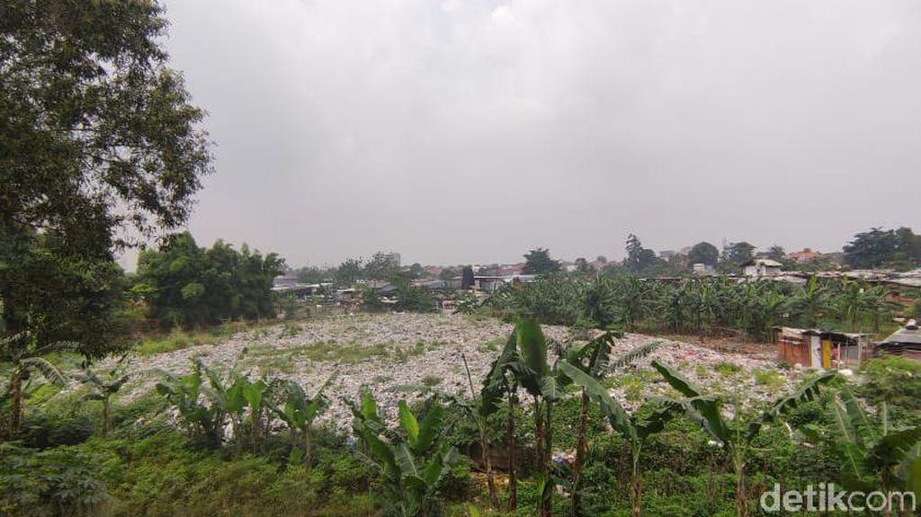 Viral Sampah Seluas Lapangan Bola di Pinggir JORR Bekasi, Timbul Bau Busuk