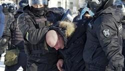 Bentrok Demo Anti-Putin, Polisi Rusia Tahan Sekitar 2.000 Pendukung Navalny