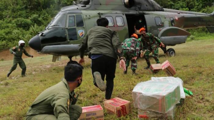 TNI AU bantu penyaluran bantuan CT ARSA Foundation-Dompet Amal Transmedia