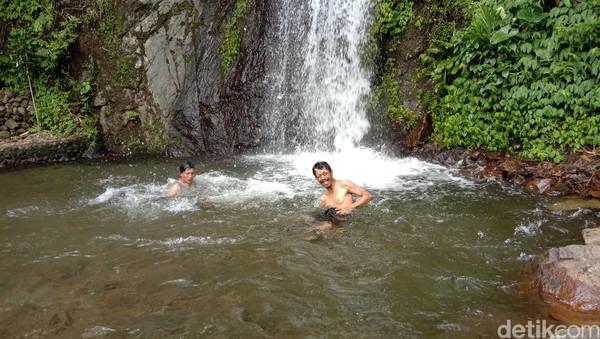 Ketinggian air terjun sekitar 20 meter. Kondisi air terjun masih terlihat asri. Airnya pun tampak jernih. Belum lagi derasnya air dari Gunung Muria menjadi daya tarik sendiri bagi wisatawan untuk menikmati keindahan air terjun Kali Banteng.