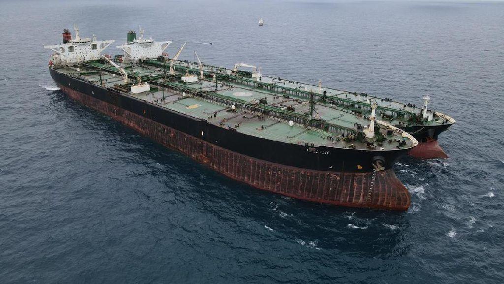 Bakamla Amankan 2 Kapal Tanker Asing Diduga Lakukan Transfer BBM Ilegal