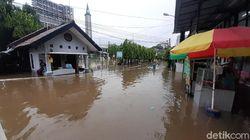 BPBD: Banjir di Bekasi Akibat Luapan Kali Sekitar Perumahan Warga
