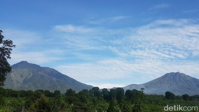Gunung Raung erupsi dalam beberapa hari terakhir. Meski begitu, Gunung Ijen yang berada dalam satu gugus pegunungan tidak terpengaruh.