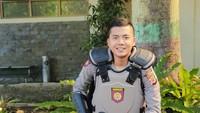 Intip Gaya Ngopi Imam, Polisi Ganteng Asli Bandung