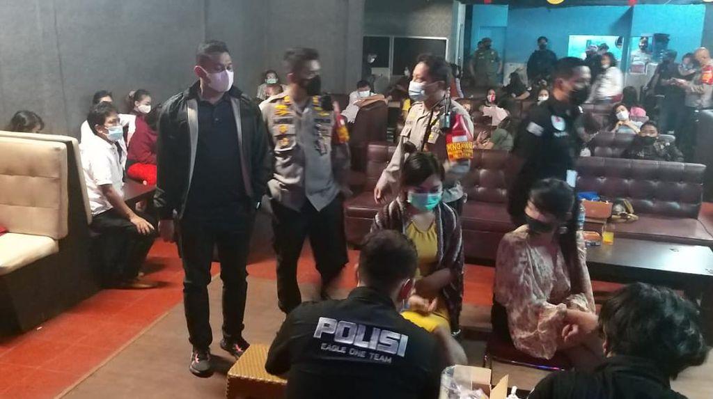 Kafe Dangdut di Jaksel Dirazia, Tamu-Pemandu Lagu Duduk Tak Berjarak