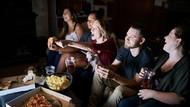 Khusus Kaum Rebahan, Makan Pizza Sambil Nonton Netflix Digaji Rp 7 Juta!