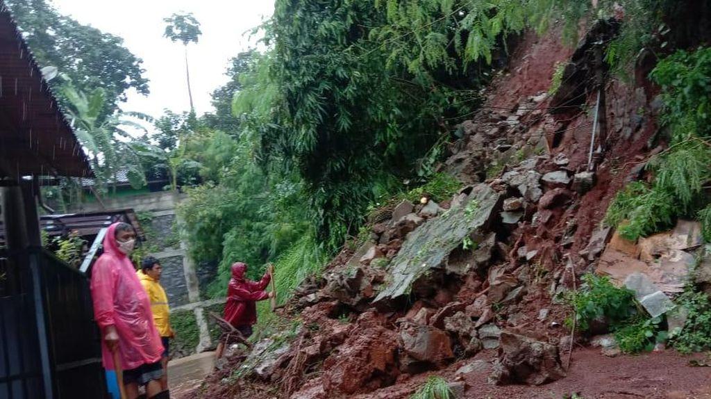 Tanah Longsor Terjadi di Perumahan Pesona Jati Asri Bekasi Imbas Hujan