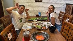 Mesra! Aksi Seru Makan Bersama ala Vicky Prasetyo dan Kalina