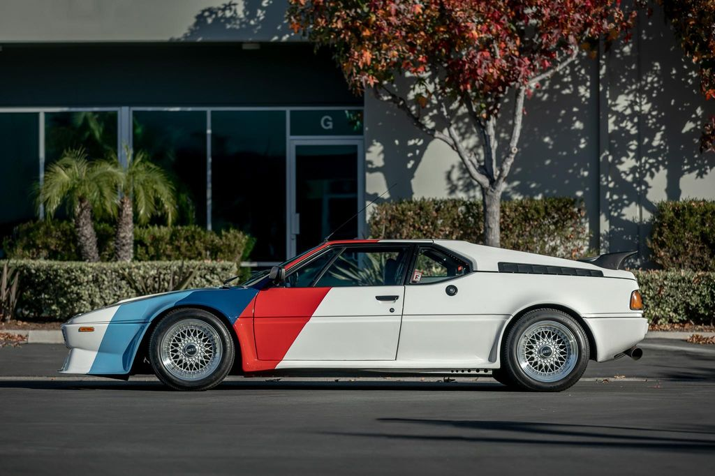 BMW M1 Bekas Paul Walker Dilelang
