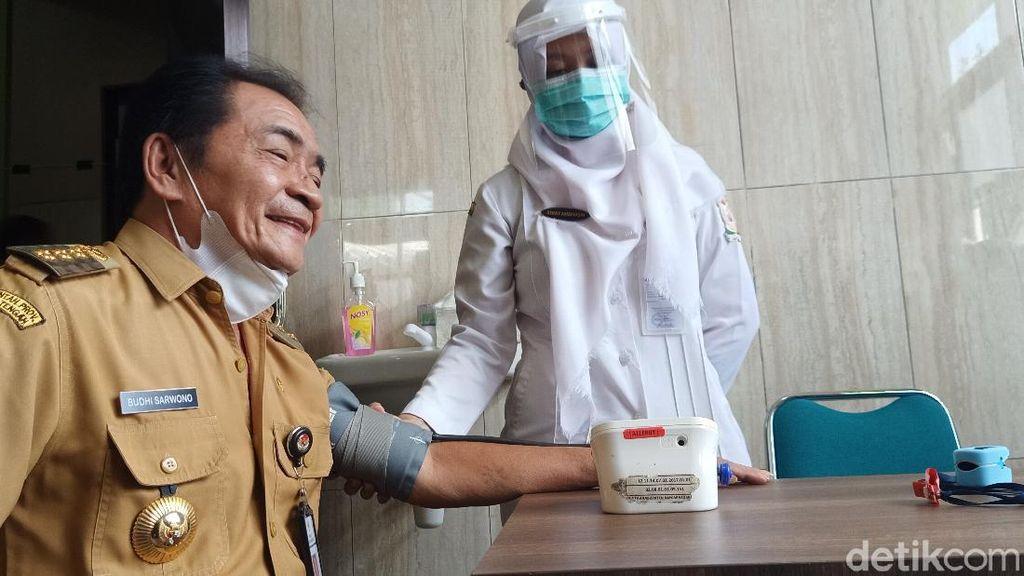 Bupati dan Ketua DPRD Banjarnegara Gagal Disuntik Vaksin COVID-19