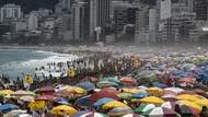Corona Melonjak, Wisatawan di Pantai Brasil Membludak