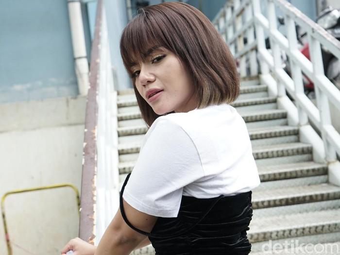 DJ Dinar Candy saat ditemui dikawasan Tendean, Jakarta, Senin, (25/01/2021).