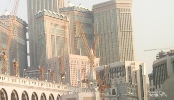 Zam zam tower di area Masjidil Haram