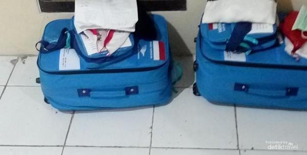 Koper kecil (kabin) dan tas paspor