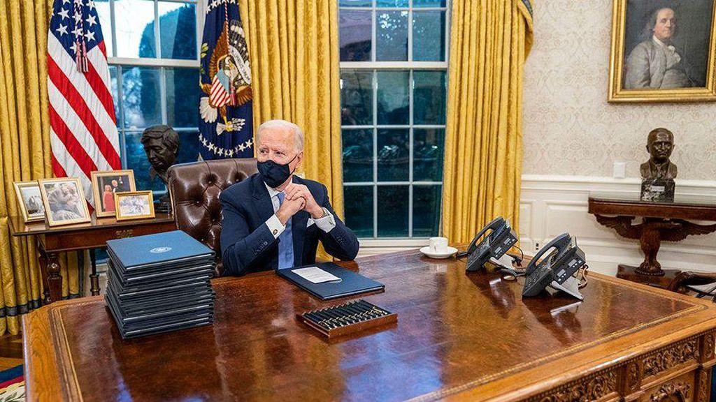Ngantor di Ruang Oval Gedung Putih, Biden Rombak Dekorasi Trump
