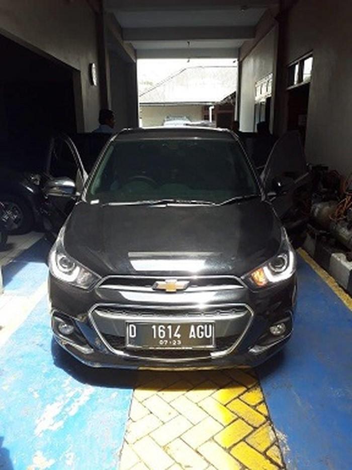 KPK Lelang Dua Mobil Koruptor