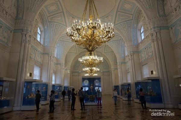 Winter Palace yang terletak di St Petersburg ini memiliki panjang 250 meter dan tinggi 30 meter.