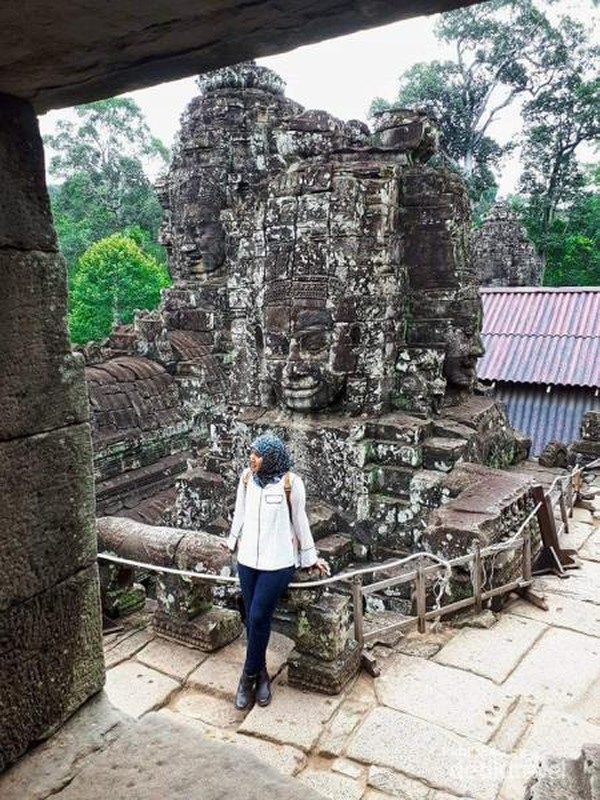 Bayon Temple yaitu kuil dengan 54 patung Budha Raksasa dan memiliki 216 wajah serupa.