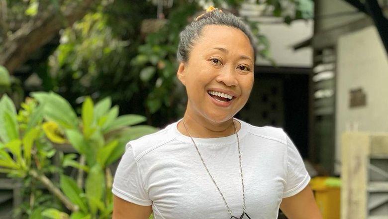 Politisi dan desainer asal Bali.